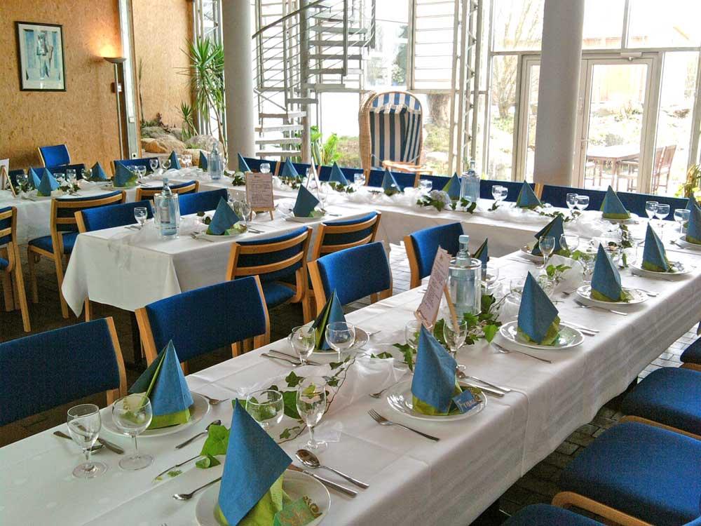 Tischdeko Blau Gruen 2 Emtv Sportheim